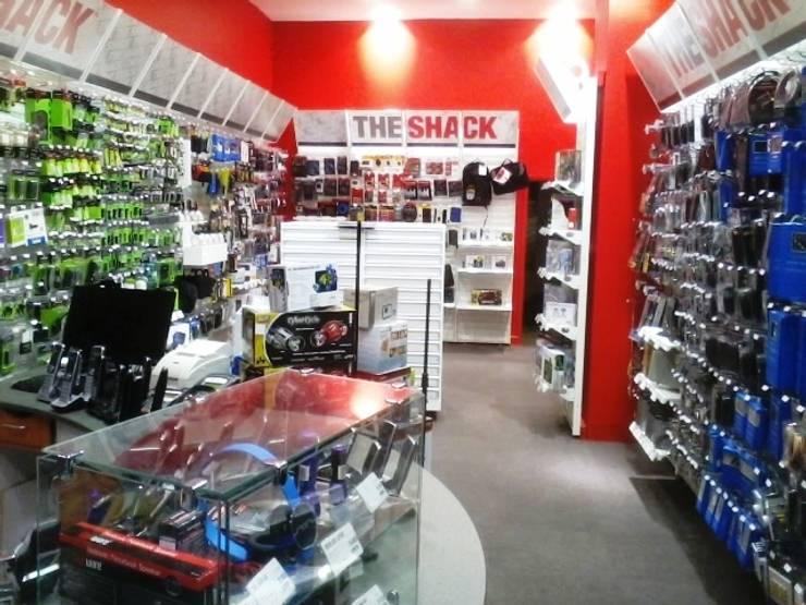 RadioShack Centro Comercial Santafé: Oficinas y Tiendas de estilo  por bdl concept/studio