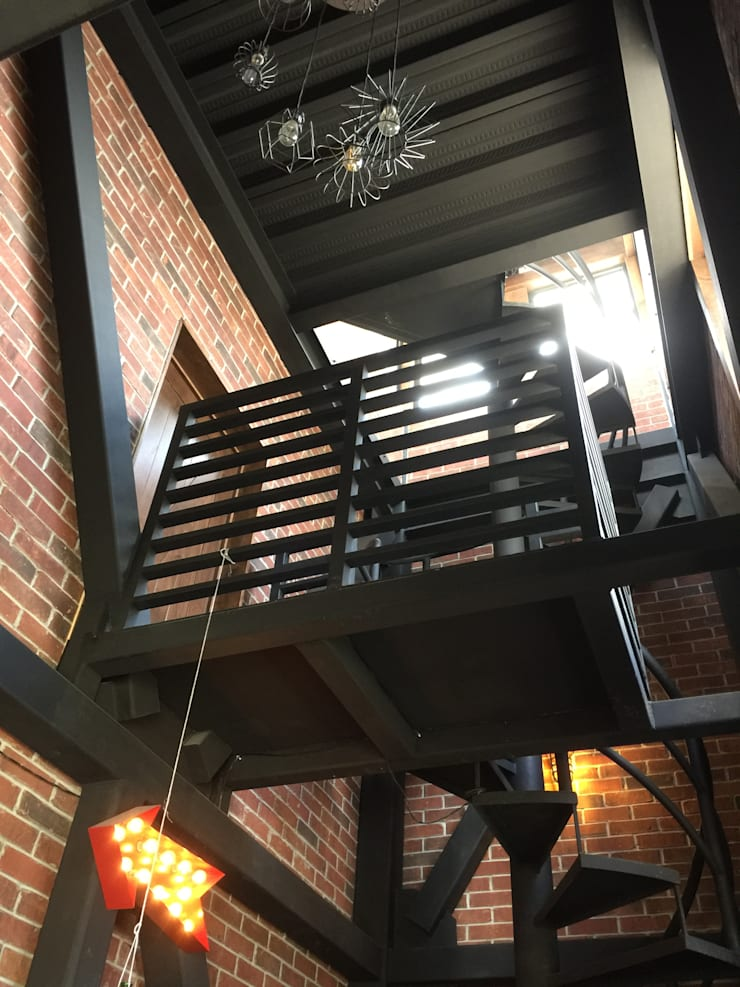 Torre: Pasillos y recibidores de estilo  por Constructora Marqco