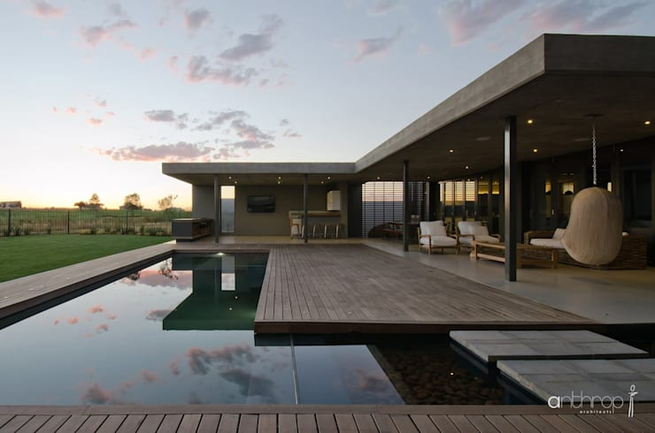 House Nel: modern Pool by Anthrop Architects