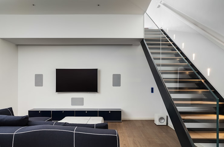 Chiswick House, London W14: modern Media room by AU Architects