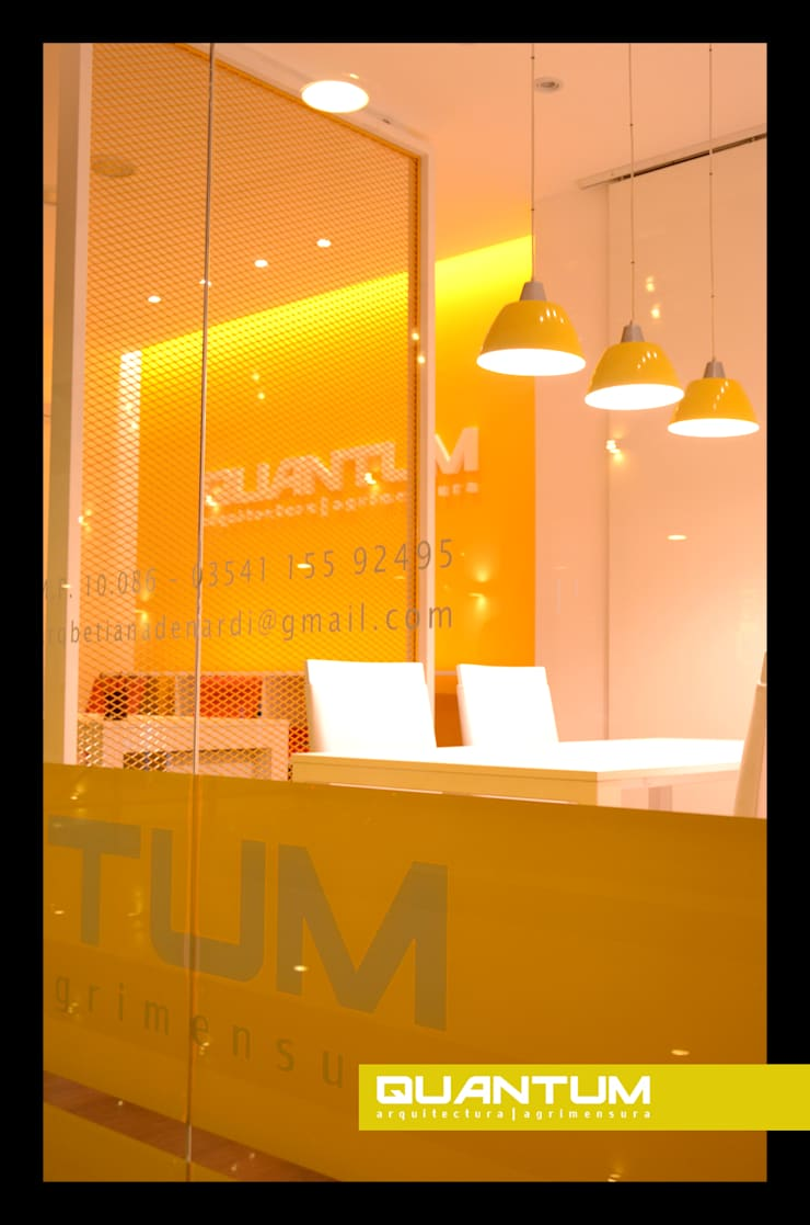 DISEÑO DE ESTUDIO: Oficinas y Tiendas de estilo  por Betiana Denardi | Arquitecta,