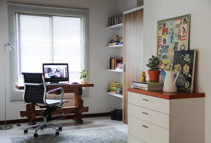 Panoramica: Habitaciones de estilo  por TRES52 - Mobiliario