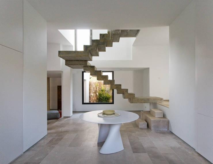 Corridor & hallway by ÁBATON Arquitectura