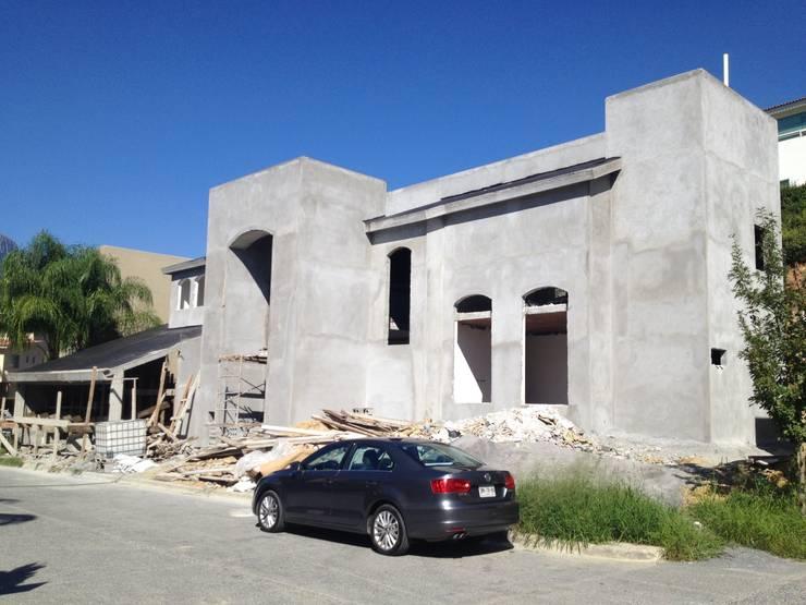 Casa Bosquencinos II:  de estilo  por nuk arquitech