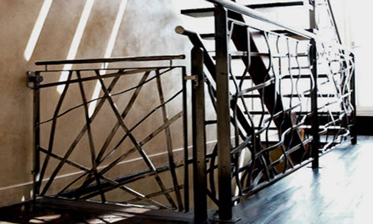 Hallway and Stairs:  Corridor & hallway by Joe Ginsberg Design
