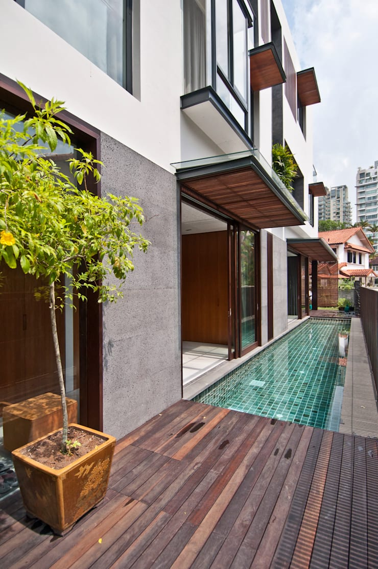 Moonbeam House: modern Pool by ming architects