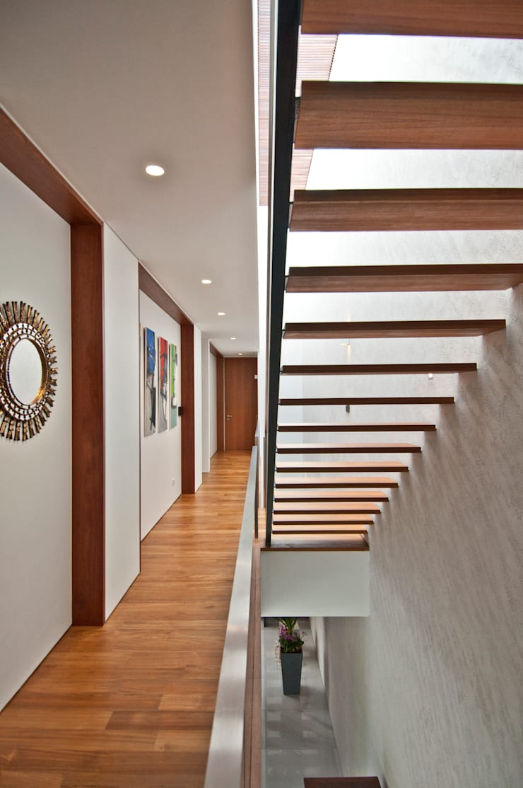 Moonbeam House:  Corridor, hallway by ming architects,Modern