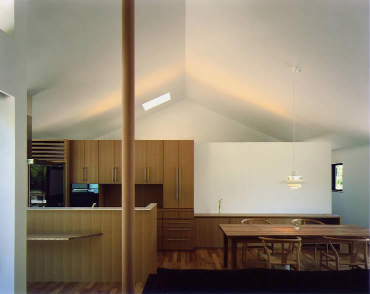 秋月の家: 柳瀬真澄建築設計工房 Masumi Yanase Architect Officeが手掛けたダイニングです。
