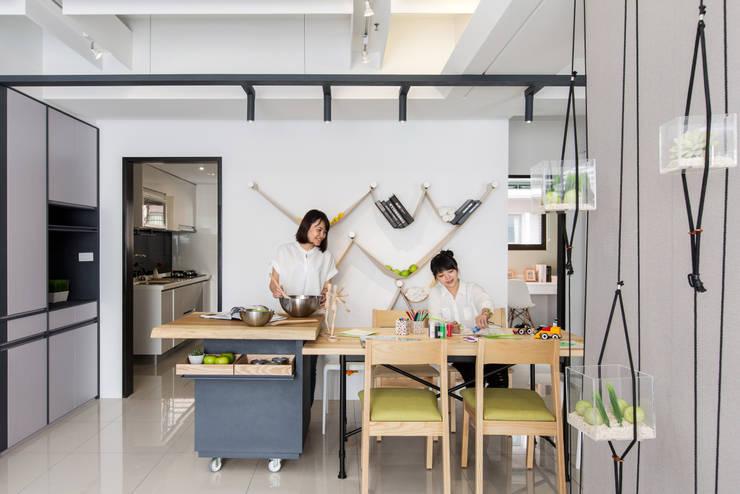 生活,就是那麼有趣:  商業空間 by 伏見設計事業有限公司