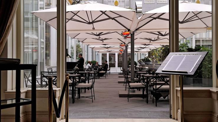 Solero Horecaparasols P6 Quattro:  Gastronomie door Solero Parasols