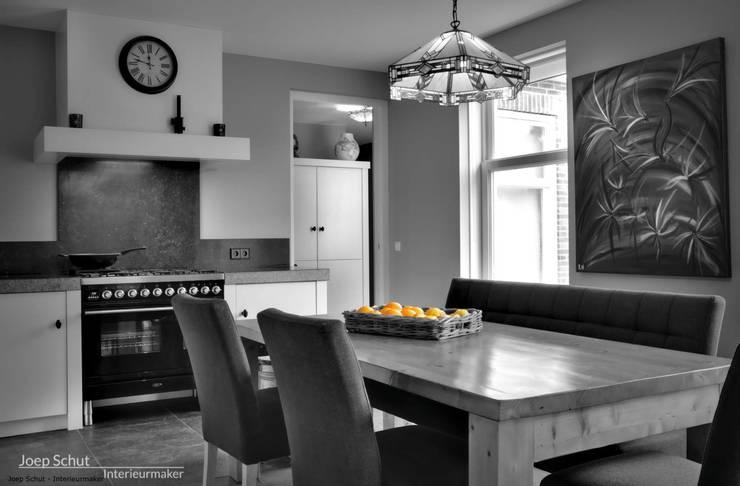 Handgemaakte maatwerkkeuken, landelijk:  Keuken door Joep Schut, interieurmaker
