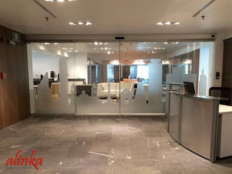Oficinas en Polanco: Oficinas y tiendas de estilo  por Alinka Interiorismo