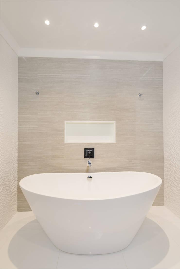 Master Bathroom with Free standing vessel tub: modern Bathroom by HOMEREDI