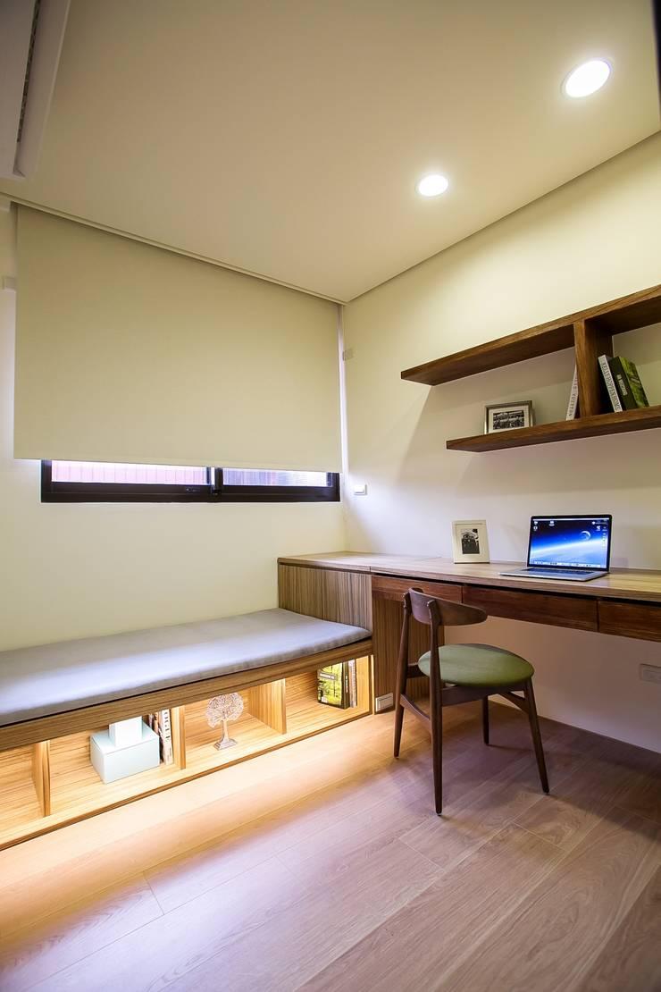 侑信仁和-實品屋 :  房子 by 栩 室內設計