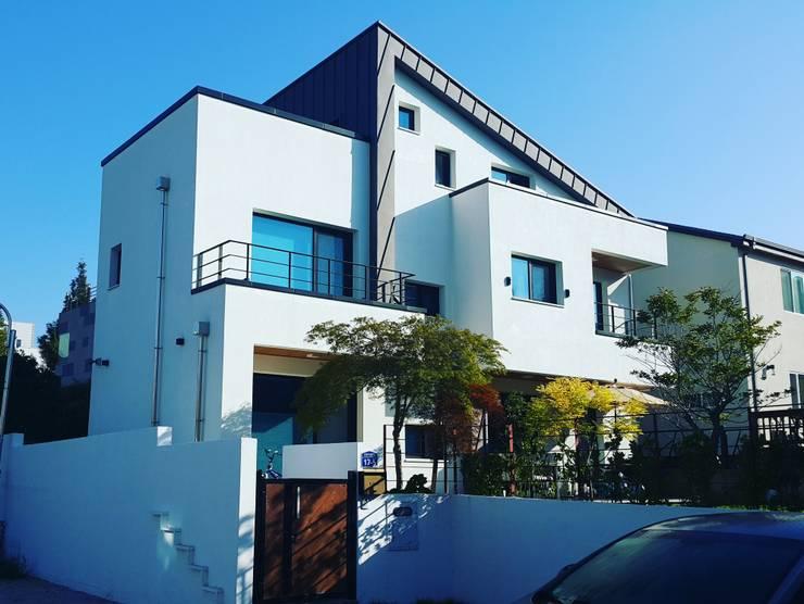 수완동 단독주택: 인우건축사사무소의  주택