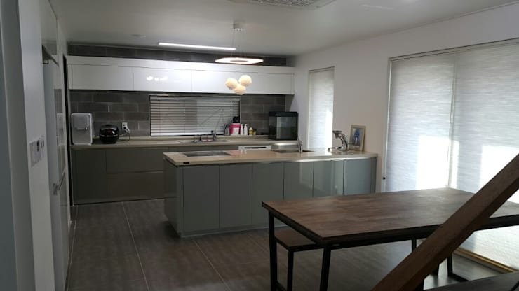 수완동 단독주택: 인우건축사사무소의  주방