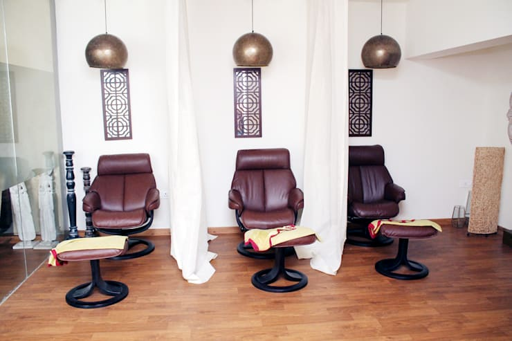 Salon Area:  Commercial Spaces by ServiceBELL Solutions PVT Ltd