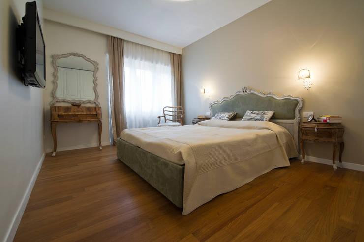 Dormitorios de estilo clásico de Archifacturing