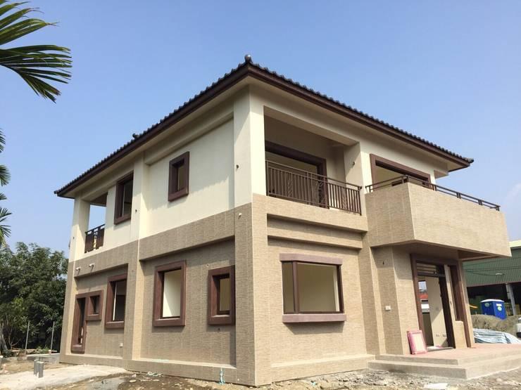 Houses by 綠藝營造