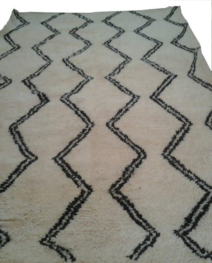 BENI OURAIN WAVES RUG: mediterranean Living room by BOHOZOO
