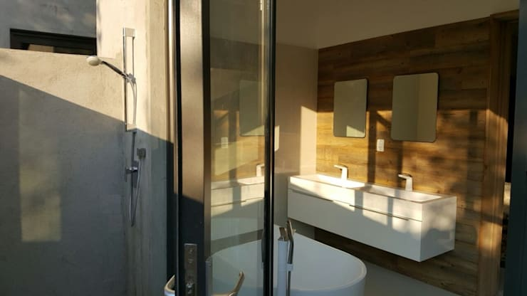 morning light with outdoor shower:  Bathroom by Human Voice Architects