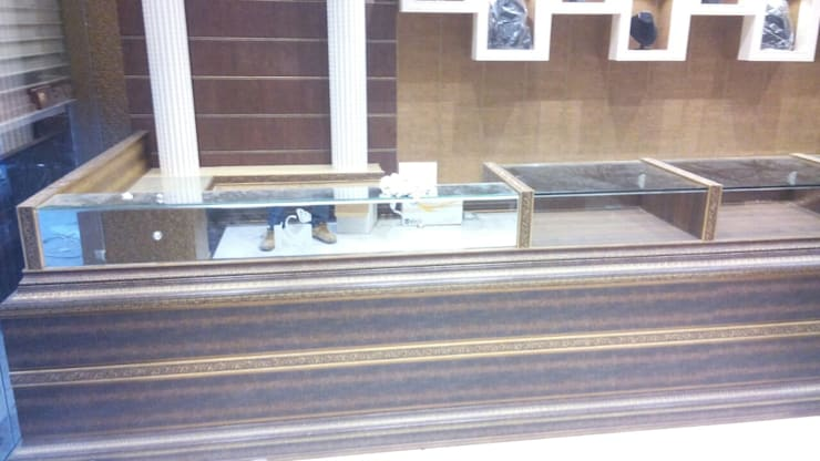 Jewellers Showroom:  Office spaces & stores  by MARIA DECOR