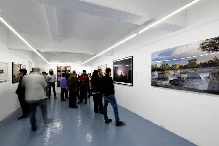 VISTA INTERIOR : Estudios y oficinas de estilo  por FUNDAMENTAL
