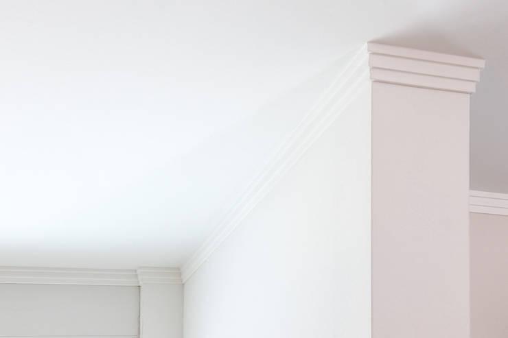 Ruang Keluarga oleh FARBCOMPANY, Klasik