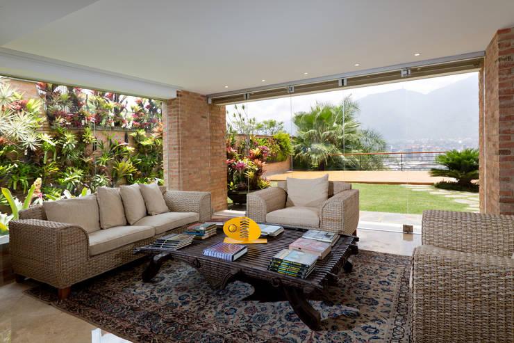 Salas de estilo moderno por Objetos DAC