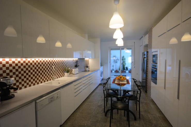 Cozinha depois:   por Borges de Macedo, Arquitectura.,