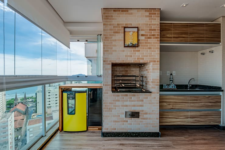 Hiên, sân thượng by Marcia Debski Ferreira Designer de Interiores