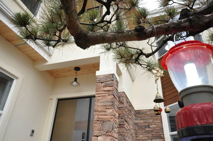 하늘과 맞닿은 집 : 꿈애하우징의  주택