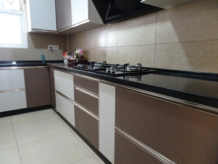 Residence Interiors :  Kitchen by Blue Interiors