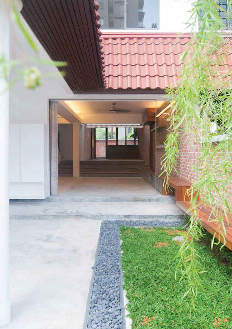 Terrace House at Robin Road:  Garden by Quen Architects
