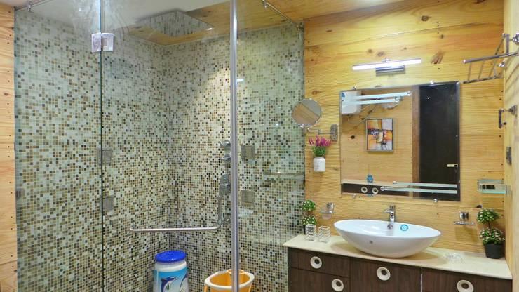Bungalow :  Bathroom by Shadab Anwari & Associates.