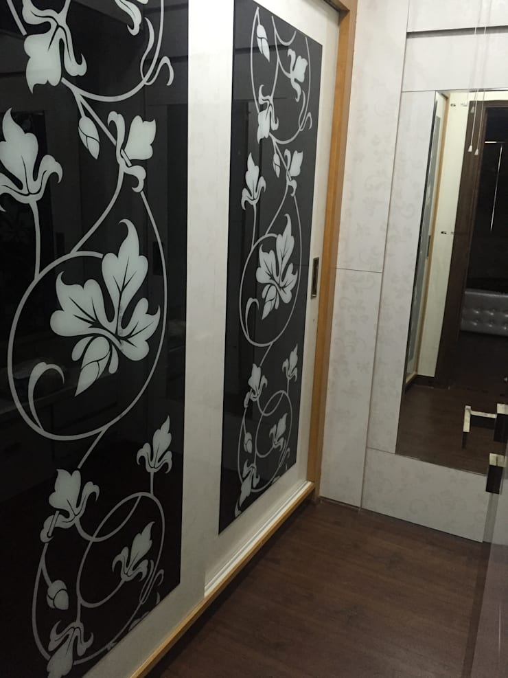 MR. NANDESH KATTA'S RESIDENCE: modern Dressing room by cosmos collection