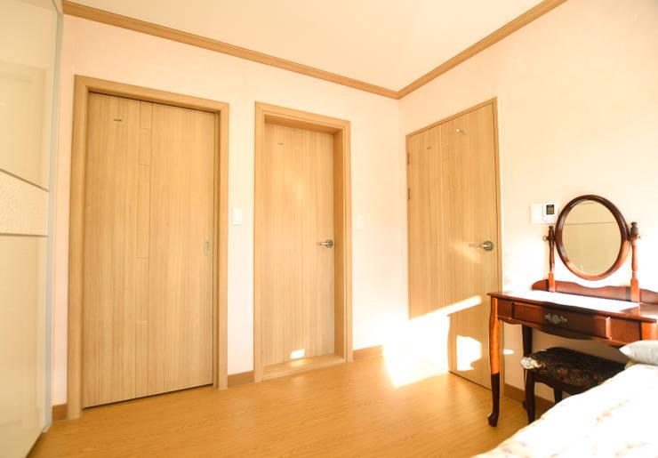 해질녘 노을이 아름다운 집: 꿈애하우징의  복도 & 현관,지중해