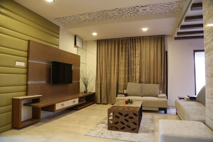 Residential projects:  Living room by Antarangni Interior p ltd