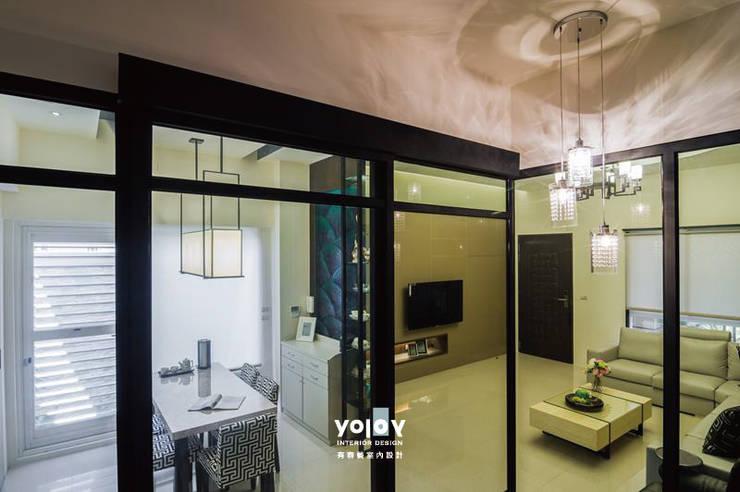 Corridor & hallway by 有容藝室內裝修設計有限公司,