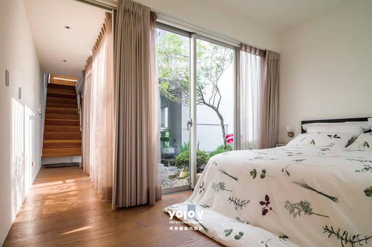 Projekty,  Sypialnia zaprojektowane przez 有容藝室內裝修設計有限公司