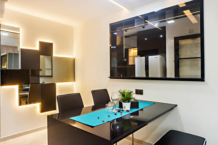 HDB Blk 293B Compassvale Crescent:  Dining room by Renozone Interior design house,