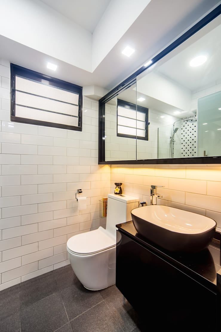 HDB Blk 293B Compassvale Crescent:  Bathroom by Renozone Interior design house