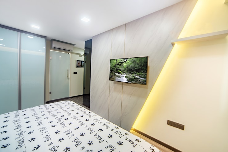 HDB Blk 293B Compassvale Crescent:  Bedroom by Renozone Interior design house,