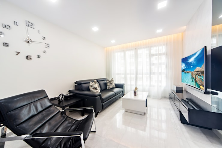 HDB Blk 293B Compassvale Crescent:  Living room by Renozone Interior design house