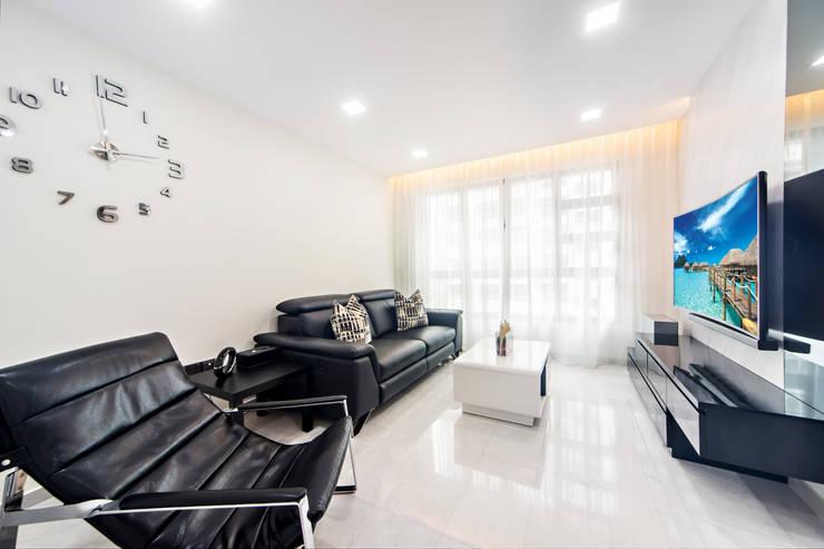 HDB Blk 293B Compassvale Crescent:  Living room by Renozone Interior design house,
