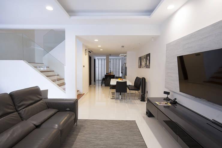 soo chow graden: modern Dining room by Renozone Interior design house