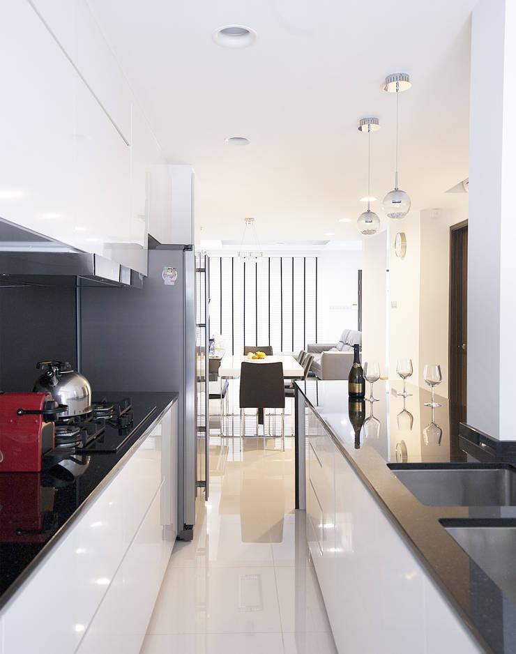 soo chow graden: modern Kitchen by Renozone Interior design house