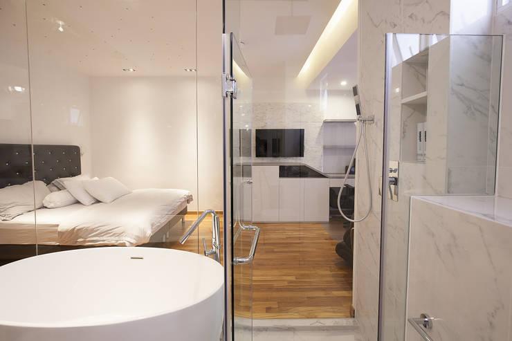 soo chow graden: modern Bedroom by Renozone Interior design house