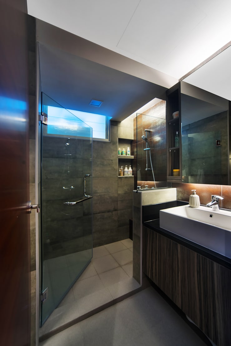 30 Upper Serangoon View:  Bathroom by Renozone Interior design house