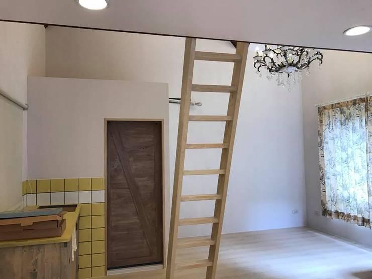 Projekty,  Salon zaprojektowane przez 現代建材有限公司
